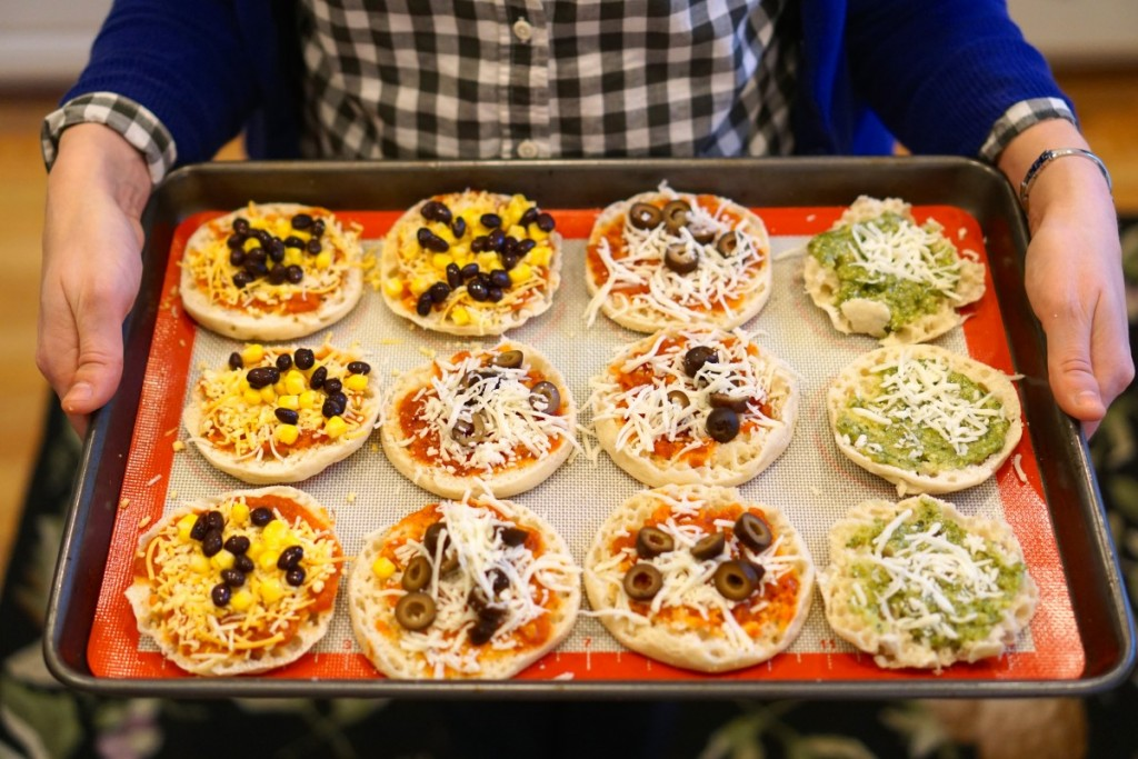 Easy recipe for a quick dinner - build your own mini pizzas with English Muffins