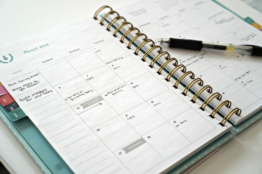 A guide on how to use the Simplified Planner Weekly Edition for monthly, weekly and daily planning.
